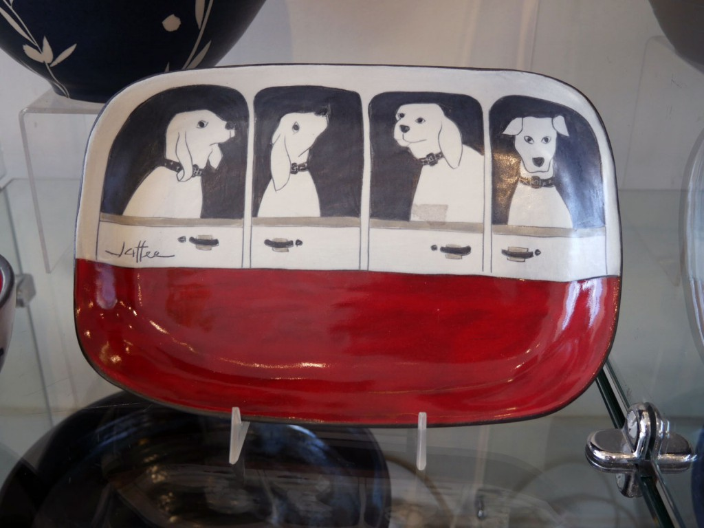 freehand-gallery-dog-plate